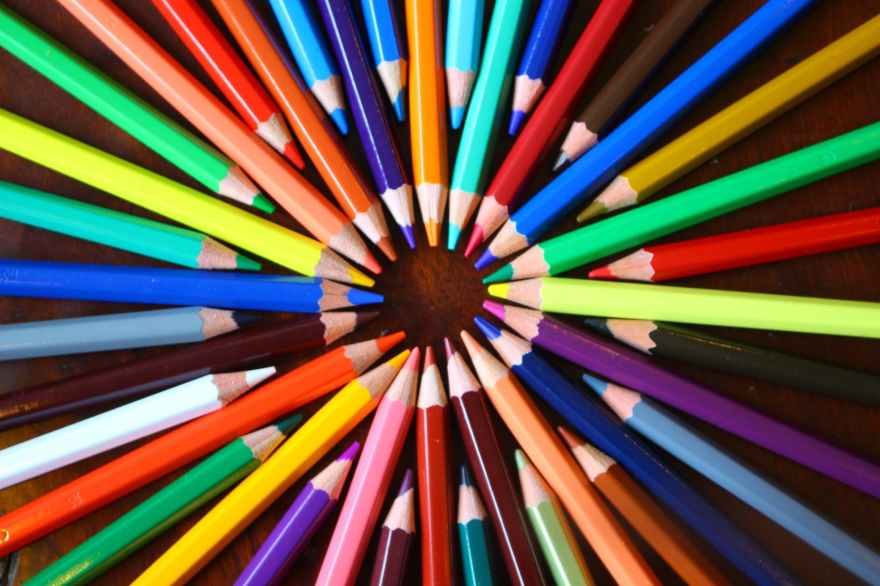 differently-coloured pencils with their points meeting to form a circle